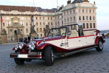 Tour della vecchia Praga su auto d'epoca