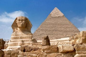 Day Tour to Giza pyramids and Egyptian Museum