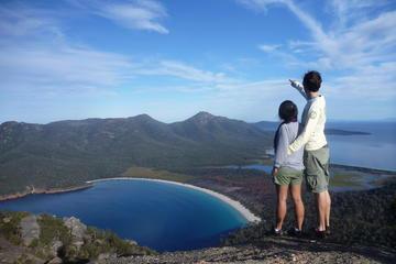 Full-Day Tour One-Way from Hobart to Launceston with Freycinet...
