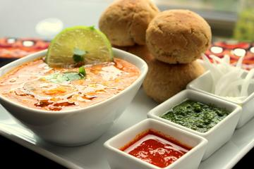 2 Hour Excursion: Learn Authentic Rajasthani Dal-Bati Food in Udaipur With Meal