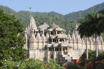 8 Hour Monument Excursion: Day Trip to Chaumukha Temple From Udaipur
