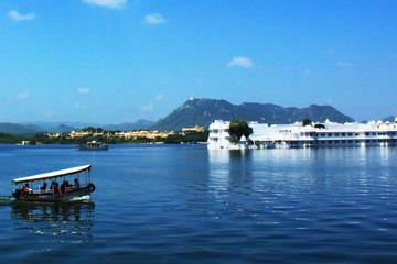 Sunset Boat Cruise on Lake Pichola in Udaipur