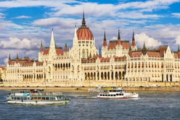Ganztägige Besichtigung Budapest, halbprivat, Mittagessen, Bootstour