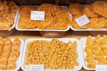 Tour gastronomico privato a piedi di Bologna: pasta, mortadella e