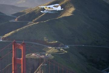 Survol du pont du Golden Gate de San...