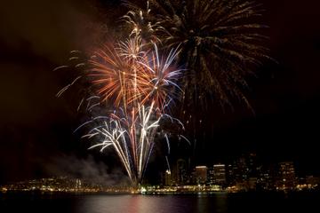 Oahu Feuerwerk und Bootsfahrt mit...