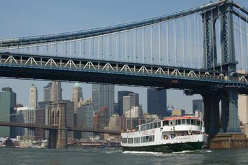 Circle Line: Komplett cruise rundt...