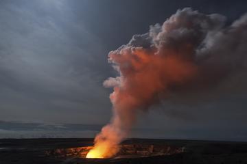 火山国立公園少人数グループのトワイライト ツアー