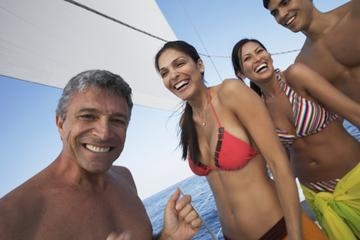 Excursão de catamarã a vela e mergulho com snorkel e São Martim