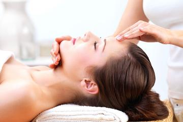 Customized Organic Facial Treatment With Skin Consultation