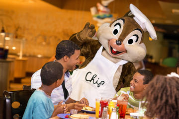 Café da manhã com os personagens da Disney no Chef Mickey's Disney...