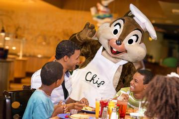 Morgenmad med Disney-figurer hos Chef Mickey's i Disney Contemporary...
