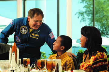Suprema esperienza del Kennedy Space Center: cena con astronauta e