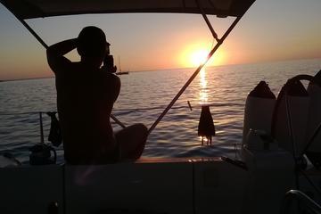 Excursión privada en barco con desayuno y noche en el puerto...