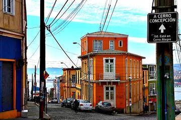 Viaje por la costa hasta puerto de Valparaíso y Viña del Mar desde...
