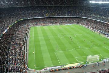 Voetbaltour Milaan: stadion San Siro en Casa Milan met optionele lunch