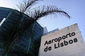 Privater Transfer bei der Ankunft am Flughafen Lissabon
