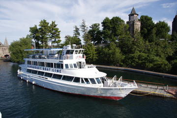 All-Day Tour to 1000 Islands and Kingston