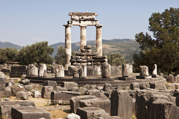 Overnight Delphi and Meteora Tour from Athens with Spanish-Speaking Guide