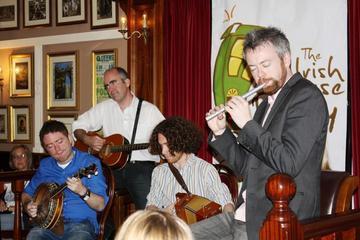 Traditionell, irländsk fest med middag och föreställning i Dublin