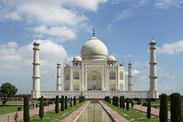 1 Day trip to Agra from Delhi by Car with 5 Star Lunch