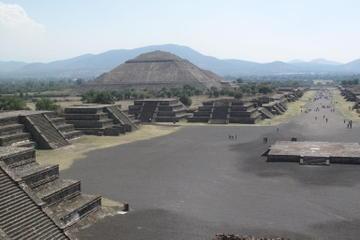 Piramidi di Teotihuacan e basilica di