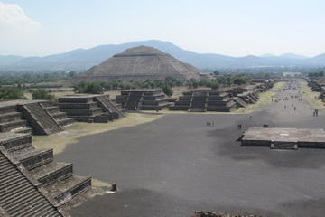 Pyramiderna i Teotihuacan och helgedomen Guadalupe