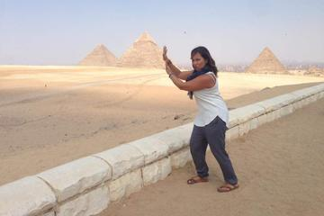 daily private tours to Pyramids  tour include Giza Pyramids sphinx  Sakkara and Dahshur