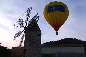 Coucher du soleil de Majorque lors d'un vol en montgolfière