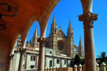 Excursão turística pela cidade de Palma de Mallorca em ônibus...