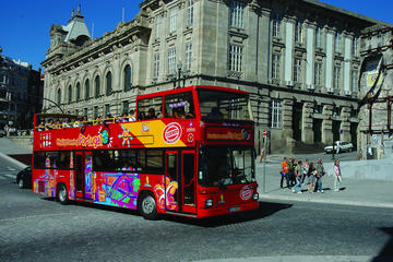 Hop-on-Hop-off-Bustour durch Funchal