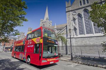 Sightseeing i Dublin på hopp-på-hopp-av-tur
