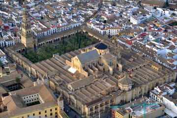 Mosque Cathedral and Cordoba Half Day Tour with Tapas