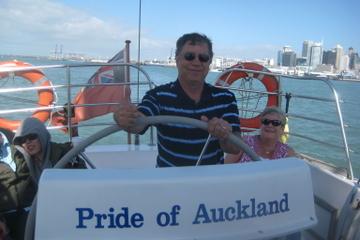 Café-croisière dans le port d'Auckland