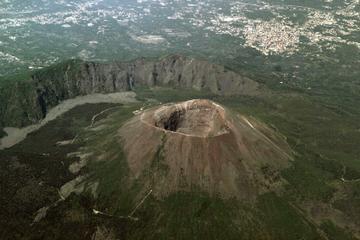 ナポリ発ヴェスヴィオ火山とポンペイ日帰り旅行