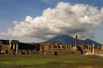 Escursione costiera di Napoli: tour di un giorno al Vesuvio e a
