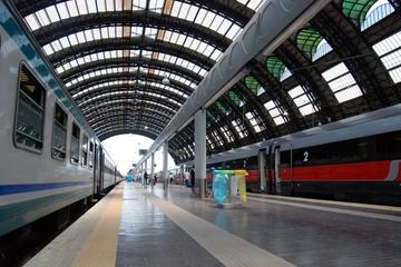 Privater Transfer bei der Abfahrt vom Bahnhof Neapel