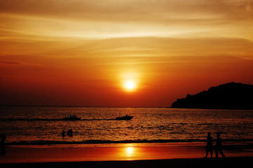 Langkawi Sunset Cruise with Dinner and Unlimited Drinks