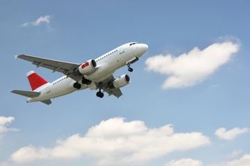 Privétransfer bij vertrek vanaf de internationale luchthaven van ...