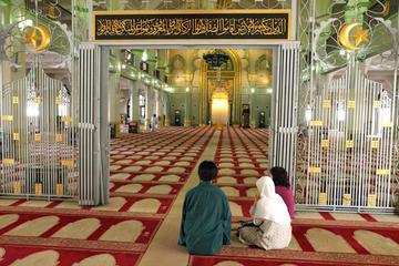 カンポン グラムとスルタン モスクを行く朝のウ…