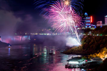 Excursion avec illumination à Niagara Falls avec feux d'artifice...
