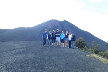 Excursión al volcán Pacaya y baños termales con almuerzo desde la...