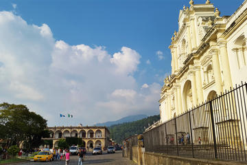 Visita a pie por Antigua Colonial por...