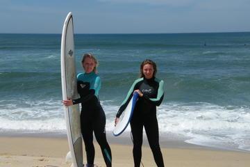 Clase particular de surf para dos personas en la playa de Matosinhos
