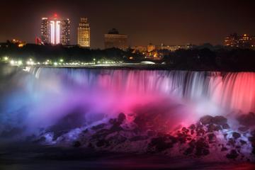 Niagarafallen i kvällsbelysning, dagsresa från Toronto