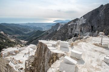 CARRARA MARBLE: discover the history of the famous white gold (from Siena)