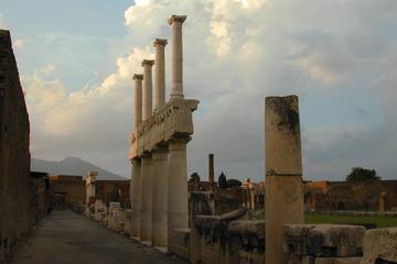 Bus-navette de Rome à Pompéi et visite indépendante d'une journée