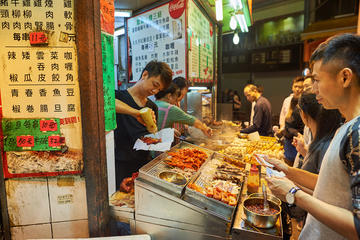 Night markets & Street food: Kowloon Nightlife Experience