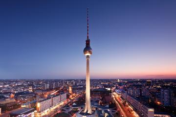 Gå forbi køen: Inngang til Berlins fjernsynstårn om morgenen eller...