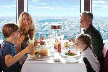 Saltafila: colazione con champagne sulla torre della televisione di